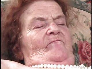 الجدة اللعنة