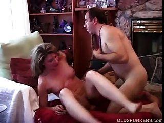 مثير جدا للهواة الناضجة يحب أن يمارس الجنس