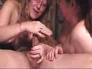 deepthroat مزدوج لرجل محظوظ من قبل البريتونية