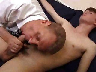 أبي القديم يناسب لعب له صبي طرفة عين والحصول على مارس الجنس عميق