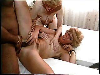 2 الجدات BBW يمارس الجنس مع ديك أسود