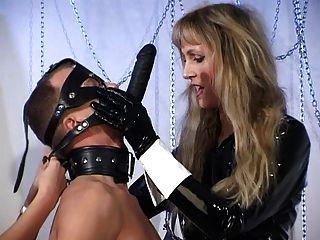 عشيقة والعبيد لها