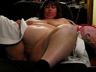اندا تبين لها ضخمة الثدي والعضو التناسلي النسوي