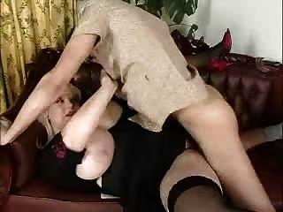 صبي نحيف يمارس الجنس مع ناضجة مع bigtits