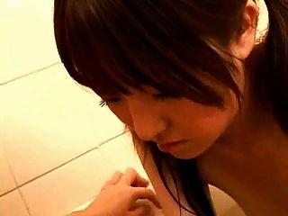 أمي الحوامل اليابانية في الحمام