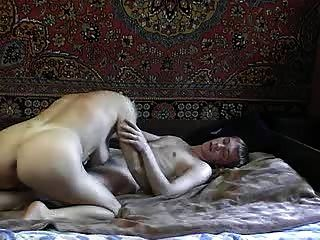 العمة الروسية الساخنة مع شاب