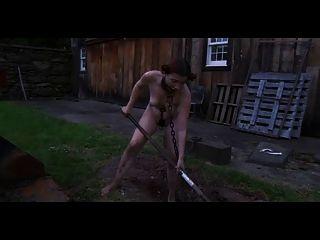 الإذلال BDSM في الهواء الطلق حفر حفر الرقيق