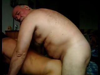 مثلي الجنس القديمة يمارس الجنس مع الحمار الشباب لطيفة