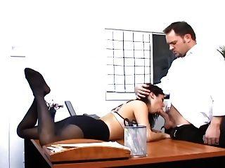 الجنس المكتب مع وزير مفلس في جوارب مثير