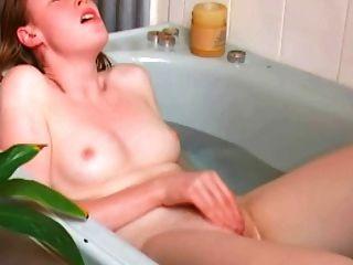 هزات الجماع منفردا احمر الشعر في الحمام