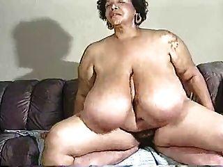 شعر ضخمة الثدي ناضجة