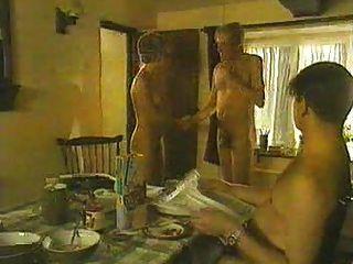 الممثلة البريطانية سارة إسكندر عارية من ممارسة عارية