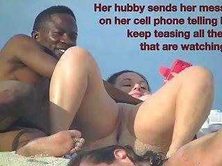 افتضاحي زوجة بيتي تمتص الديك الأسود قبالة الشاطئ عارية