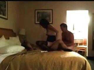 الزوج والزوجة تتمتع الجنس في الفندق