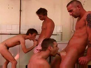 مثلي الجنس رهيبة 4 بعض المشهد اللعنة الديوك الكبيرة في مرحاض عام