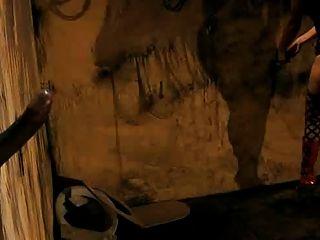 سيندي الأمل ومتسابق نيكي في حفرة المجد