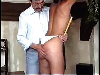يستخدم شقي فتاة ومارس الجنس
