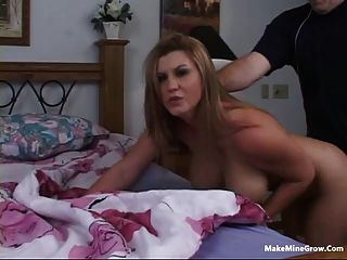 فاتنة شقراء يلعب لها الثدي مع نائب الرئيس 3