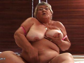 العمر الاستمناء الجدة الهواة على كام