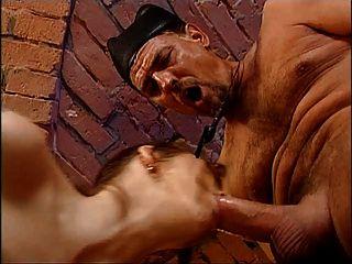 فتاة مارس الجنس المزدوج من قبل الأب وسباك