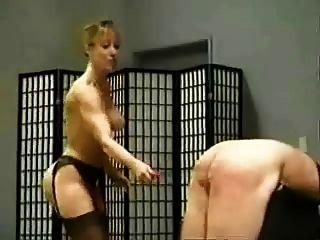 يدا 3 dommes الضرب بالعصا الرقيق الذكور