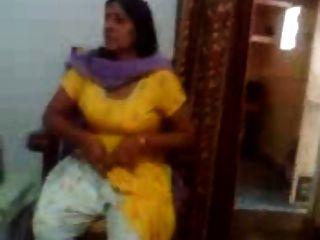 فيديو الجنس الهندي لعمتي الهندي تبين لها كبير الثدي