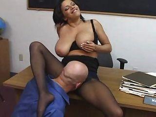 مدرس مارس الجنس في جوارب طويلة www.fap69.com