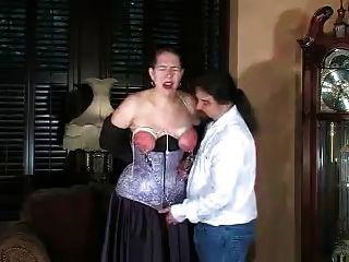 تعذيب مقيدة ويضرب الثدي