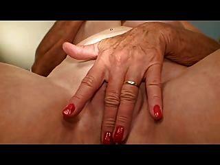 الجدة مع الثدي لطيفة استمنى حفرة لها