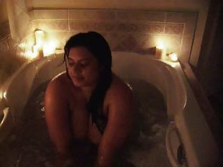 صوفيا يأخذ حمام تبين لها من البطيخ ضخمة