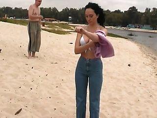 العري في شاطئ عراة