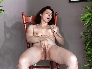 سيدة يظهر كل 34