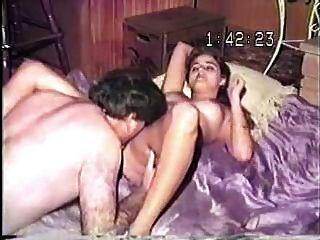 شريط VHS القديمة من الرجل الدهون القديم سخيف زوجته الجميلة الشابة!