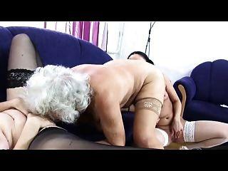 الجدة نورما الحب مثليه الثلاثي مرة أخرى