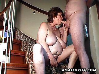 السمين اللعب زوجة الهواة وتمتص ويحصل مارس الجنس