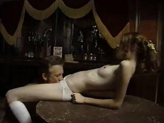 رعاة البقر القديم يمارس الجنس مع فتاة بريئة في شريط