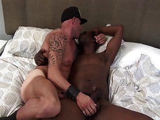 هو مارس الجنس وقحة الخام من قبل سوداء الديك