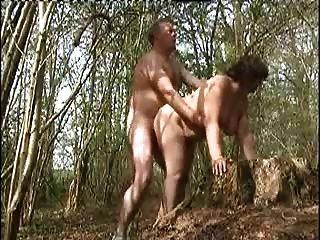 زوجتي مارس الجنس في الغابة قبل شخص غريب