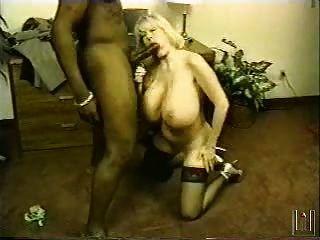 كايلا كليفاج تمتص وحلمة الثدي الملاعين الوحش الديك الأسود