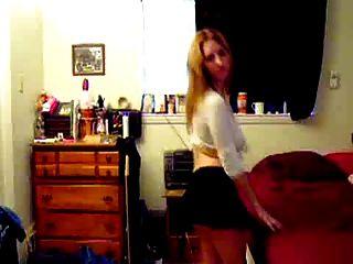 titty كبيرة الرقص شقراء