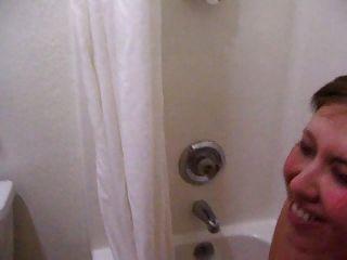 حليب الثدي الوجه