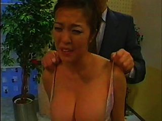 متلمس الصحافية الآسيوية وفرضت حلمة الثدي (النسخة الكاملة)