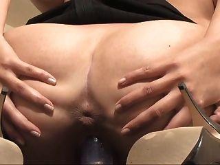 فتاة الساخنة الثدي مرح تظهر بوسها مفتوحة على مصراعيها