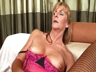 الجدة الزنجبيل لا يزال يحب أن يمارس الجنس