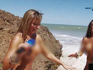 تقرير مضحك على شاطئ العراة البرازيلى