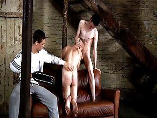 الرقيق بدسم صبي مثلي الجنس يجب ضربة jungs schwule