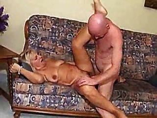 الجدة مارس الجنس من قبل رجل أصلع