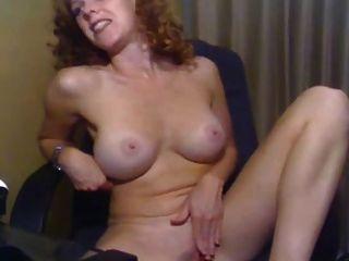 الفتاة مع الثدي لطيفة استمناء