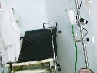 جين كس خطيئة على كرسي gyno في عيادة خلال منظار