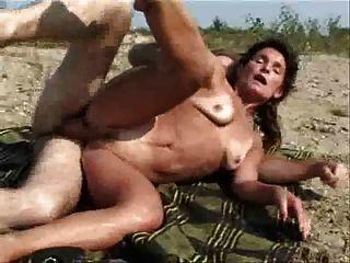 زوجة وبعل اللعنة قرب النهر